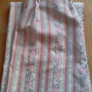 【美品】カーテン ピンクベージュ系の織り柄【共布タッセル付…