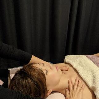 脳への開放へのヘッドマッサージ