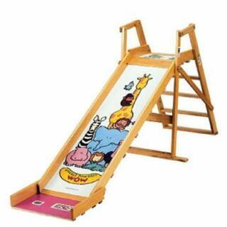 木製の大きい滑り台の画像