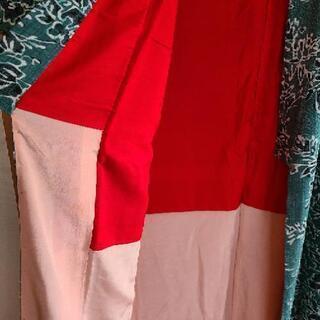 着物(深い緑色に花と葉っぱの模様) − 京都府