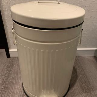 (引き取り先決定済み)ニトリ ゴミ箱(オフホワイト)