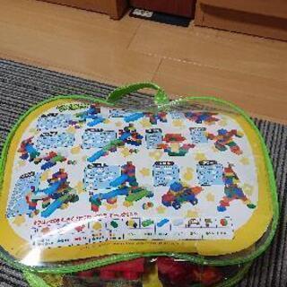 レゴではなく、大きいブロックです。