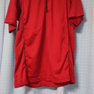 未使用の半袖ポロ、黒のジャンパーと同じサイズです。両方0円です。