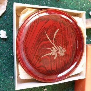塗りの皿4枚