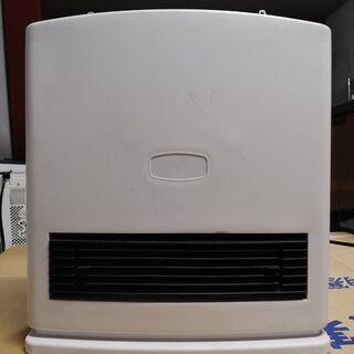 小型ファンヒーター 2010年製の画像