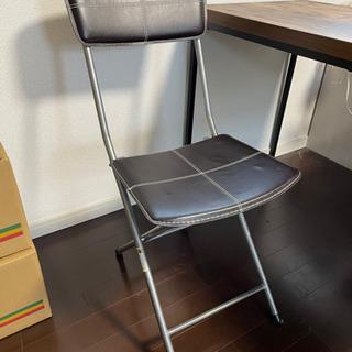 折り畳み椅子の画像