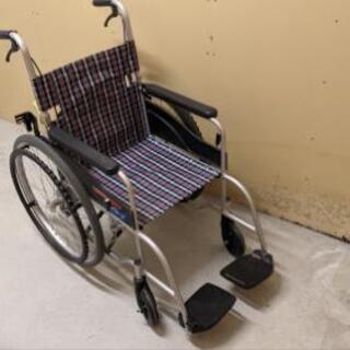 女性用の小型の車椅子差しあげます。