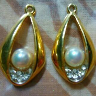真珠のピアスパーツ
