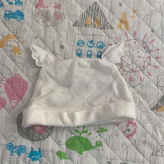 赤ちゃん 白いぼうし
