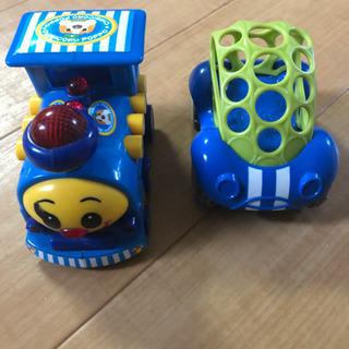 音楽車とガラガラタイヤ車の画像