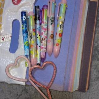 色紙とペンの画像