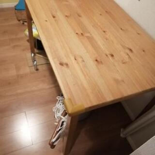 イケアのダイニングテーブル(4人用)の画像