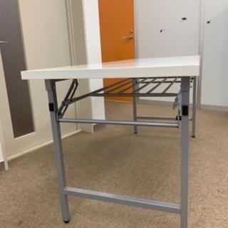 会議用折りたたみテーブルの画像