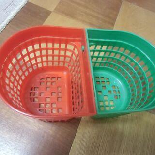 ●無料● プラスチック製 小物入れ 緑×赤 かご 差し上げ…