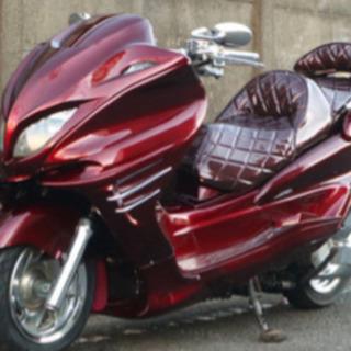 赤色のビッグスクーターを探しています