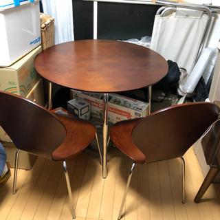 テーブルと椅子のセット 500円