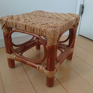 籐のミニ椅子お譲りします。