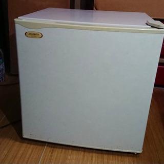 【ネット決済・配送可】【格安!】小型冷蔵庫1人暮らしに便利です