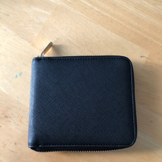 INDIVIの二つ折りミニ財布