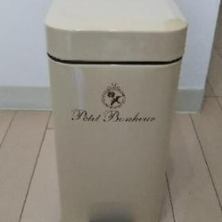 【お譲りします】ペダル式ゴミ箱の画像