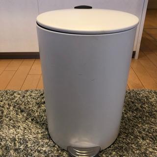 ゴミ箱(紙ごみしか捨ててません)
