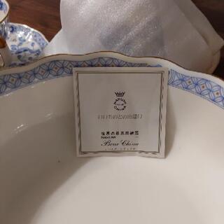 ナルミボーンチャイナの器とペアカップ − 福岡県