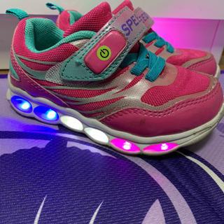 美品 充電式!キッズ用光る靴