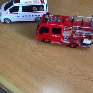 救急車、消防車  大