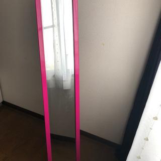 ピンク色の姿見