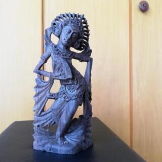 値下げします。芸術の島、バリ島の宮廷舞踊ダンサー彫刻