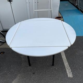折りたたみテーブル 丸型や四角に変えられます