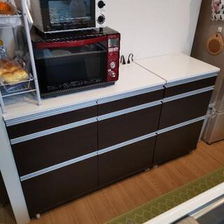 キッチンボード カップボード 食器棚の画像