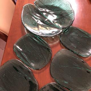 ガラスの大皿と小皿