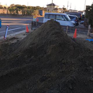 【ネット決済】駐車場にコンクリートを打つため掘削しています。土の...