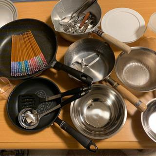 【食器、調理器具が揃う】食器50点程度、鍋、ボウル、フライパンセット