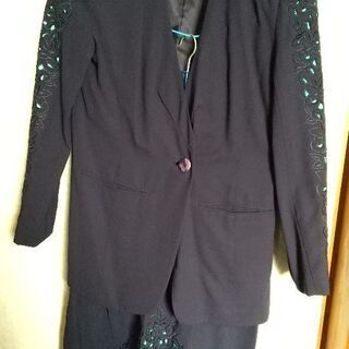 スーツ。Lサイズですがジャケットは少し大きめです。