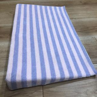 【美品】ベビー児用枕 (授乳後枕)