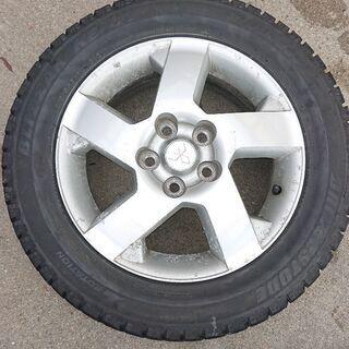 三菱車用のホイール付きスタッドレスタイヤの画像
