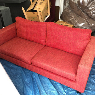 🎶🛎今月30まで可能な方!値下げ大処分・オシャな赤の3人掛けソファーの画像