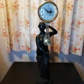 大型の裸婦像時計