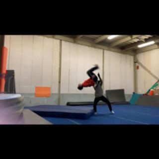 アクロバット、体操個人レッスン!短時間でバク転や宙返りや様々なア...