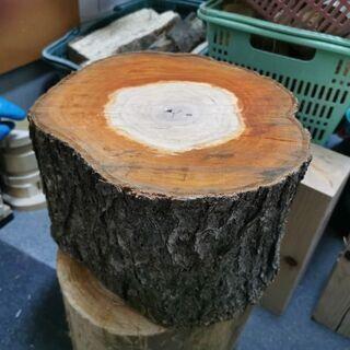 薪🔥works ナチュラルウッド レアな梅の木 薪割り台 …