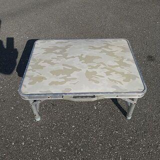 ミニサイズアルミ折り畳みテーブルの画像