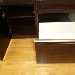 k142☆食器棚・レンジボード☆鏡面仕上げ☆人気カラー☆黒☆ブルモーション機能・モイス板付き☆ニトリ☆幅1000㎜☆近隣配達、設置可能 - 売ります・あげます
