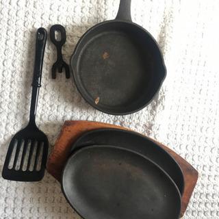無料!ステーキなど鉄板鍋、鉄板皿 セットです。