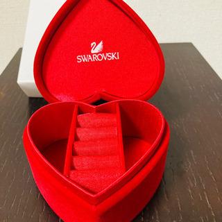 スワロフスキーのハート形ボックス