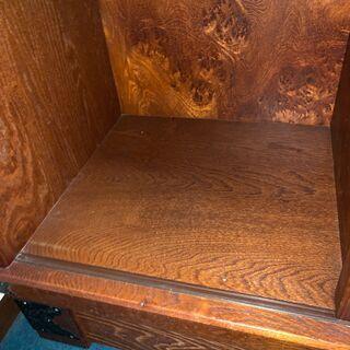 【アンティーク】重厚感のある木製収納家具 − 埼玉県