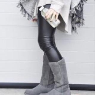 UGG AMIE(アミ)ブラック - 服/ファッション
