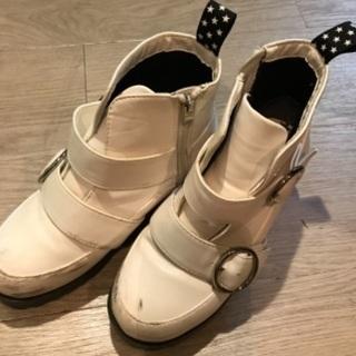 白のショートブーツ 22cm