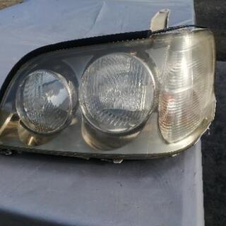 クラウンエステートワゴンのライトです。